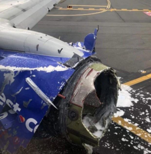 Así quedó la turbina del avión luego del accidente.
