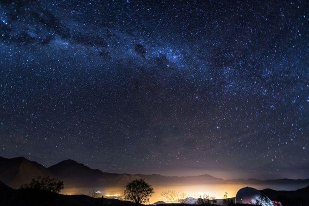 La remota región, cuya falta de luz artificial le valió la designación deuno de los mejores destinos para practicar el turismo astronómico, alberga más de una docena de observatorios