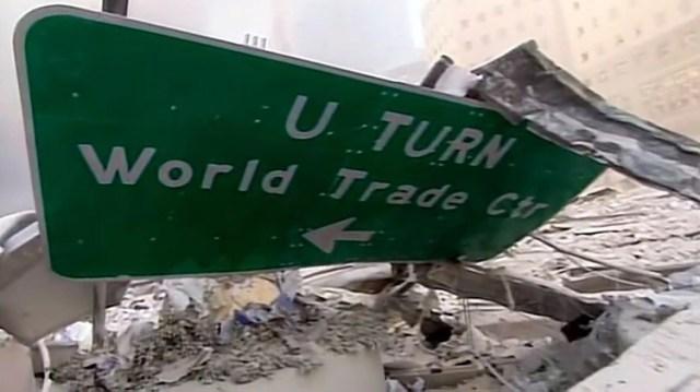 En los minutos posteriores a la primera explosión, los civiles y cuerpos de rescate no sabían con exactitud qué había ocurrido. Algunos creían que había colapsado un edificio (Foto: captura de pantalla video CBS/ Mark LaGanga)