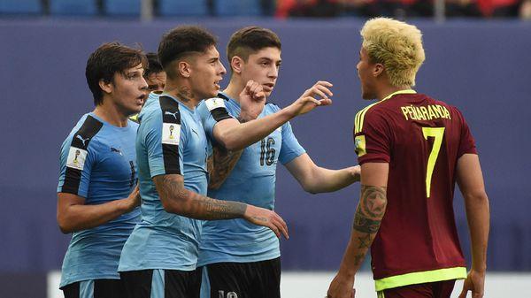 Los futbolistas uruguayos y venezolanos armaron un escándalo en un hotel de Suwon (AFP)
