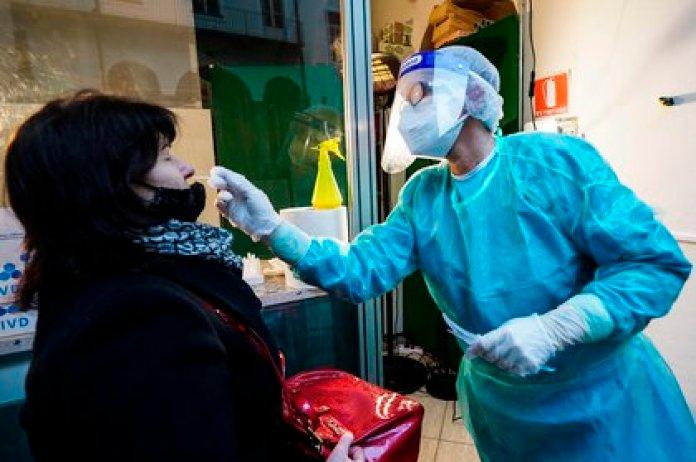 Italia registra casi mil muertos el último día, el peor dato de la crisis (EFE/EPA/TINO ROMANO)
