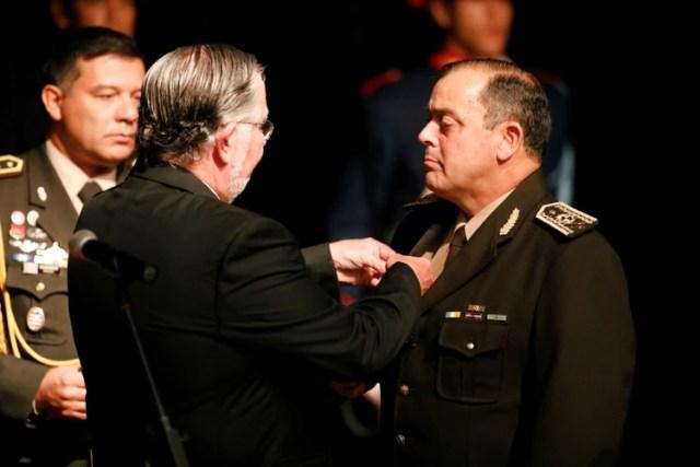 El nuevo ministro de Defensa, José Beyardi, designa a Feola como jefe del Ejército (Reuters)