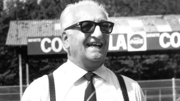 Enzo Ferrari murió en agosto de 1988. Sus restos descansan en el Cementerio de San Cataldo, en Módena