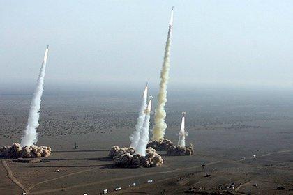 Fotografía sin fechar que muestra el lanzamiento de varios misiles balísticos, desde plataformas móviles de la Guardia Revolucionaria de Irán. EFE/Agencia FARS FOTO CEDIDA/Archivo