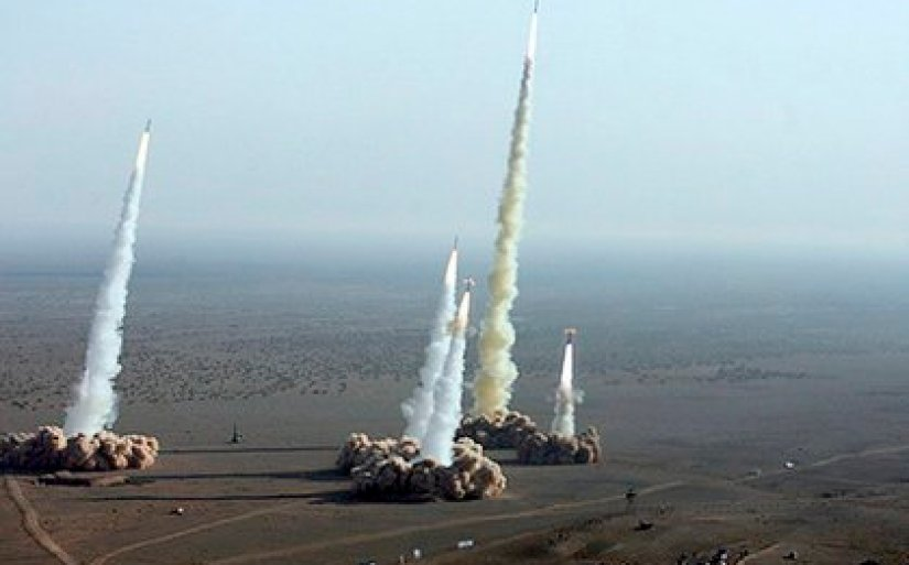 Undated photograph showing the launch of several ballistic missiles from mobile platforms of the Iranian Revolutionary Guard.  EFE / FARS Agency PHOTO ASSIGNED / Archive