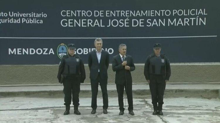 El presidente Macri junto al gobernador Alfredo Cornejo