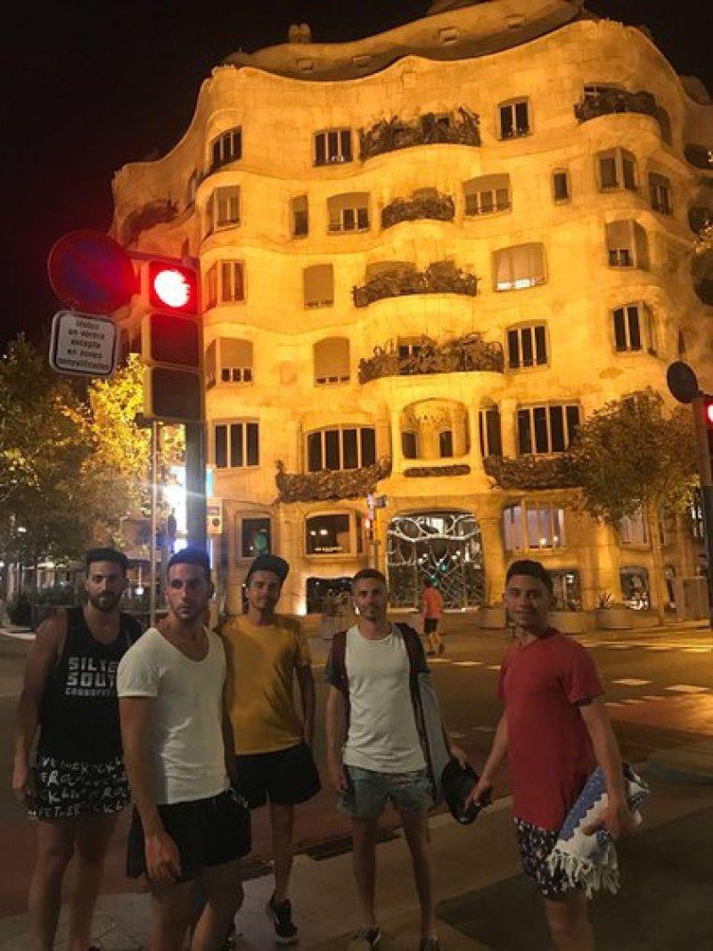 En Barcelona, la primera vez que la visitó y se enamoró de la ciudad de su próximo destino