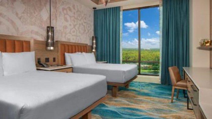 Una de las habitaciones de la suite presidencial donde vive James en la burbuja de Orlando de la NBA (disneyworld.disney.go.com)