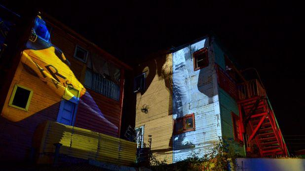 Los colores azul y oro se mezclaron con los de las fachadas de las casas de Caminito (Gustavo Gavotti)