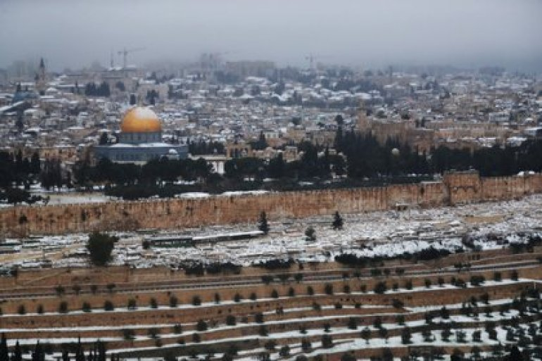 Snow over Jerusalem and on the Dome of the Rock, February 18, 2021. REUTERS / Ronen Zvulun