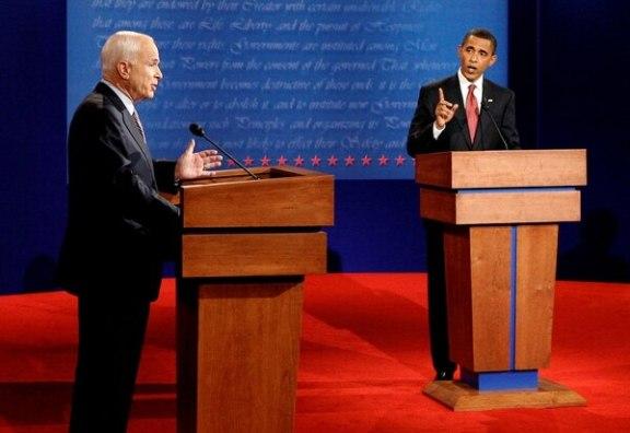 McCain durante debate presidencial con Obama en el 2008. (REUTERS/Jim Bourg/File Photo)