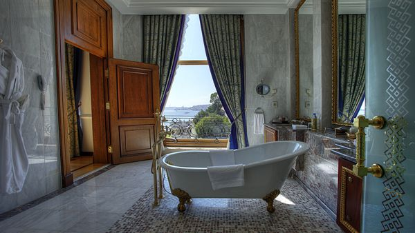 Las suites del hotel con un baño a puro lujo (Fine Hotels Spa & Resort of The World)