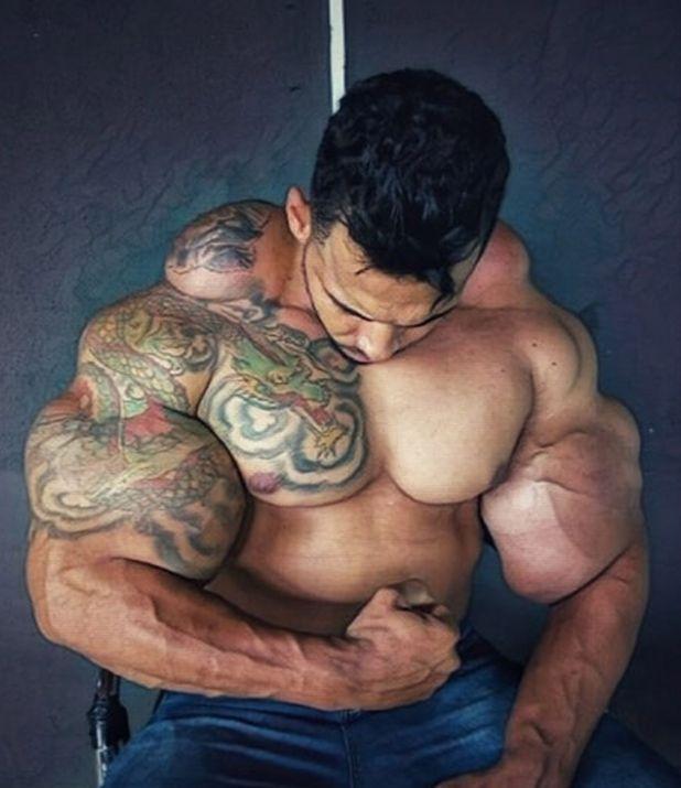 """(Instagram: @romariohulkbrasileirooficial) """"El Hulk Brasileño"""", se inyectó en brazos, pectorales y espalda"""