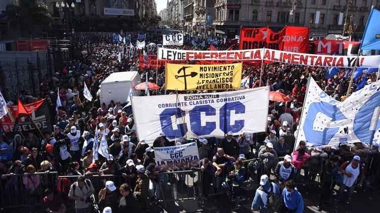 En los alrededores del Congreso hubo una enorme movilización de los movimientos sociales