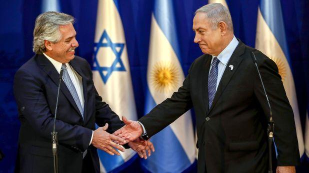 Alberto Fernández y el primer ministro israelí, Benjamín Netayahu, en Jerusalén(Photo by Oded Balilty / POOL / AFP)