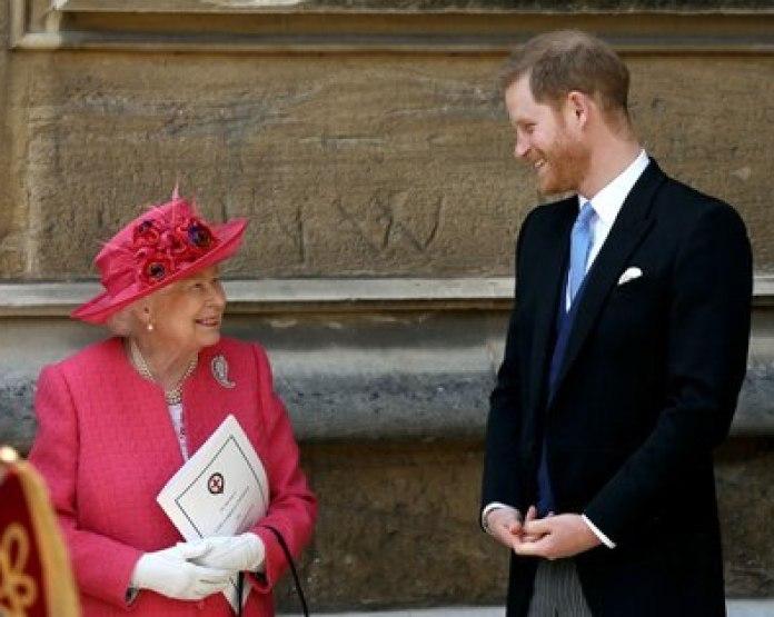 Antes de la navidad de 2019 Harry le envió un correo electrónico a Isabel II y al príncipe Charles decirles que él y Meghan habían decidido dar un paso al costado. (Steve Parsons/Pool via REUTERS)