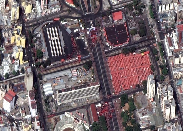 La convocatoria del chavismo. El concreto de la avenida es más visible que la muchedumbre (DigitalGlobe/REUTERS)