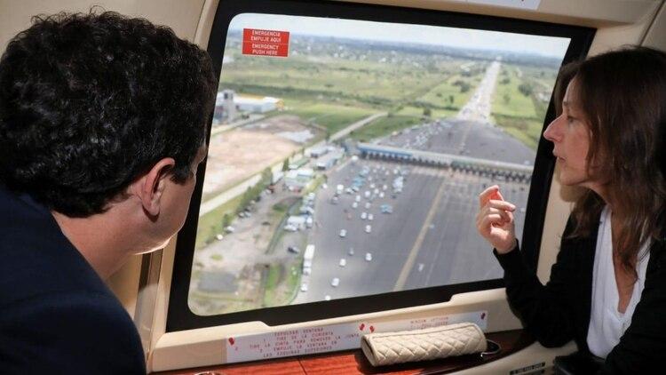 El ministro del Interior Eduardo 'Wado' De Pedro y la de Seguridad Sabina Frederic controlan el operativo en el peaje de Hudson (Foto: Ministerio del Interior)