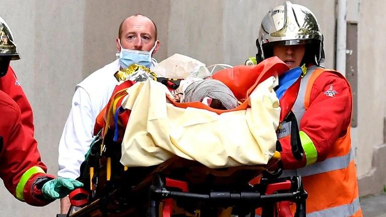 Un ataque con un cuchillo deja dos heridos graves en París cerca de la ex sede de Charlie Hebdo