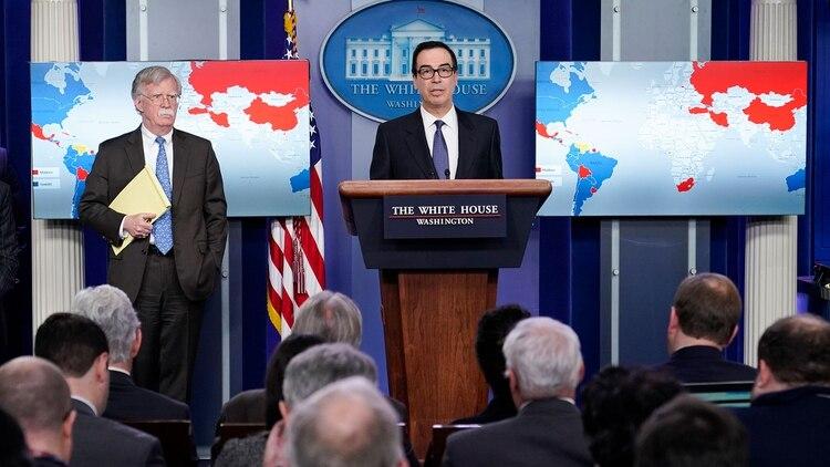 Steven Mnuchin anunció sanciones contra PDVSA (AFP)