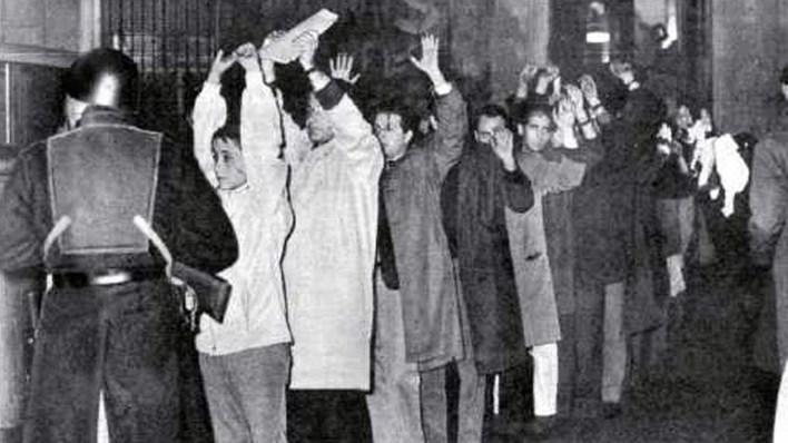 Se llamó Noche de los Bastones Largos a la represión del 29 de julio de 1966 contra profesores y estudiantes que resistían la intervención de la UBA y el fin de su autonomía