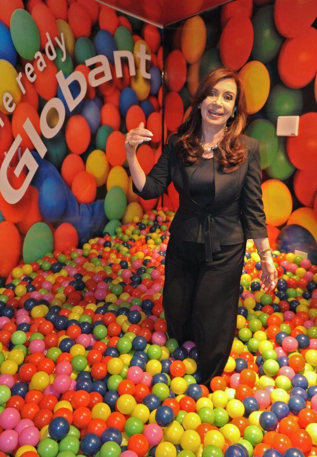 Cristina Kirchner en el pelotero del headquarters de Globant en Retiro, en 2011