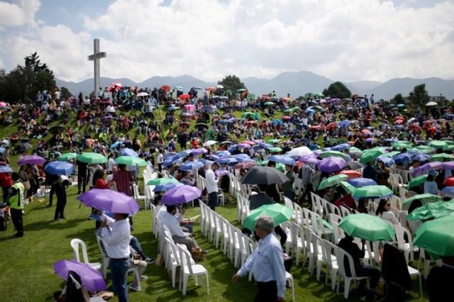 Cientos de personas se acercaron a la plaza Simón Bolívar para acompañar a Clara López (REUTERS/Luisa Gonzalez)