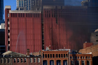 El humo emana del lugar de la explosión en el área Second y Commerce de Nashville (Andrew Nelles/Tennessean.com/USA TODAY NETWORK via REUTERS)