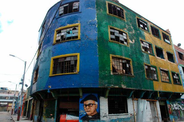 Fachada de uno de los edificios más reconocibles del Bronx. Allí operaba una de las ollas, lugares que vendían drogas y ofrecían cuartos para consumirlas.
