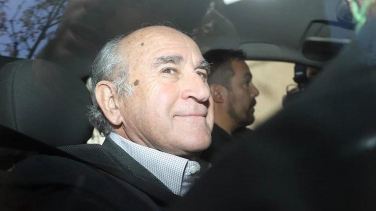 Oscar Parrilli llegó a la sede del partido pasado el mediodía