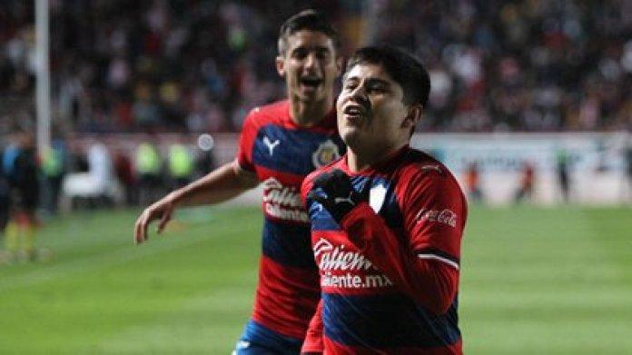 López no tendría minutos en el Tapatío como sus compañeros debido a su edad (Foto: Twitter @Chivas)