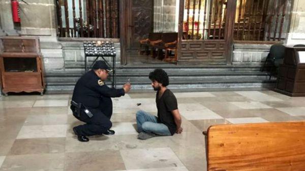 El agresor detenido (@PadreJosedejesu)