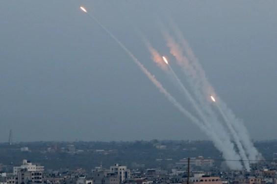 Disparos de cohetes desde Gaza hacia Israel el 5 de mayo de 2019 (REUTERS/Mohammed Salem)