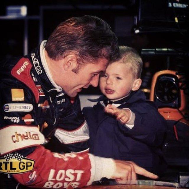 En 2000, con tres años, acompañando a su padre en una carrera de F1 (@maxverstappen1).