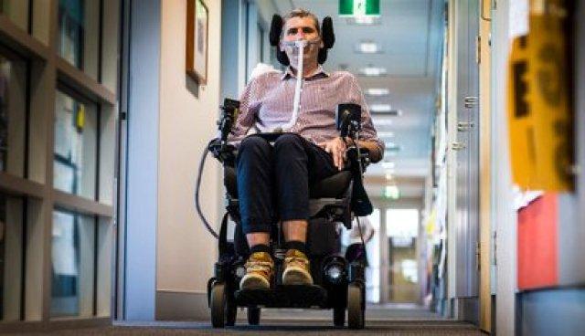 Yerbury sigue dirigiendo un equipo en la Universidad de Wollongong, Australia. Desarrolla a nivel preclínico potenciales terapias para enfermedades de las neurona motoras. Recibe subsidios públicos y donaciones de personas que se conmueven y quieren ayudarlo para que encuentre rápido una cura efectiva