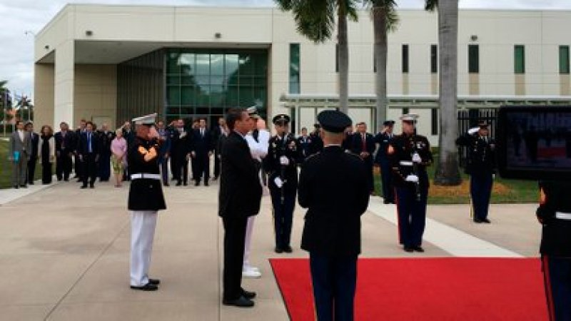 El presidente de Brasil, Jair Bolsonaro, participando en una ceremonia militar en la sede del Comando Sur de las Fuerzas Armadas de EEUU, en Doral, Miami-Dade (EEUU). EFE/ Ivonne Malaver