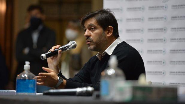 Carlos Bianco con diputados del Frente de Todos en la Legislatura Bonaerense