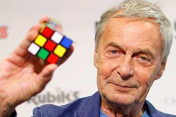 Erno Rubik hoy sigue dando clases en la universidad