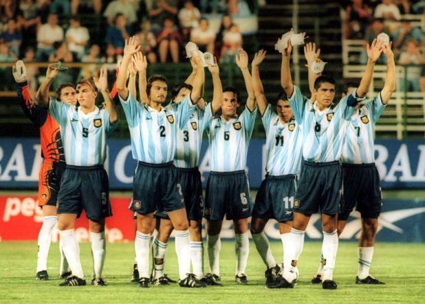 Argentina y su última función en el país: fue en la cancha de Ferro contra Venezuela, en un partido a beneficio por la catástrofe que azotó al estado de Vargas a fines del 99 (B.AVILA/FOTOBAIRES)