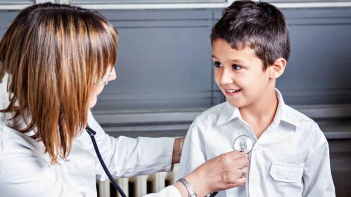 Los profesionales médicos insisten en la relevancia de una buena alimentación dentro y fuera de la casa (iStock)