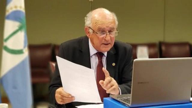 Oscar Parrilli propuso un cambio a su propia enmienda