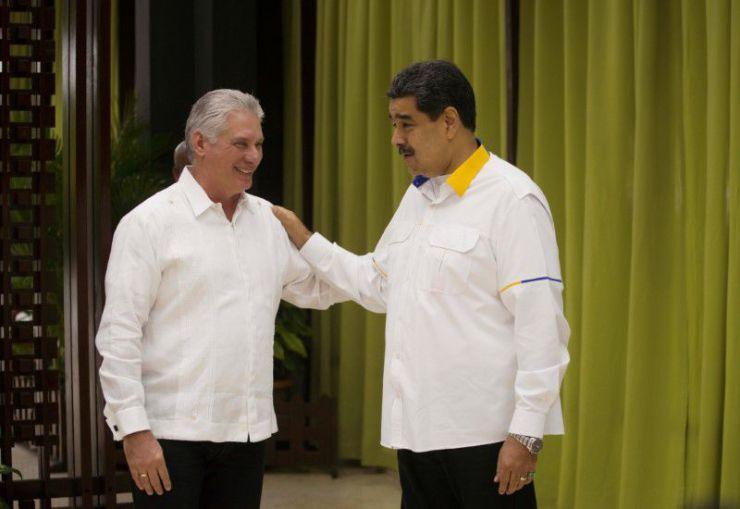 Nicolás Maduro junto a Miguel Díaz-Canel. Foto: Ramon Espinosa/vía REUTERS.