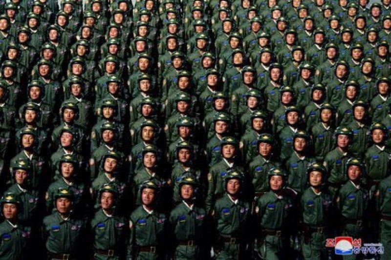 Foto de archivo: Corea del Norte celebra el 75° aniversario de la fundación del gobernante Partido de los Trabajadores de Corea del Norte, en esta imagen publicada por la Agencia Central de Noticias de Corea del Norte el 10 de octubre de 2020 (KCNA vía Reuters)