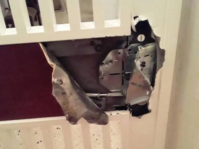 Cerradura rota por invasores a un apartamento del edificio Cuatricentenario (Foto: Suministrada por vecinos)