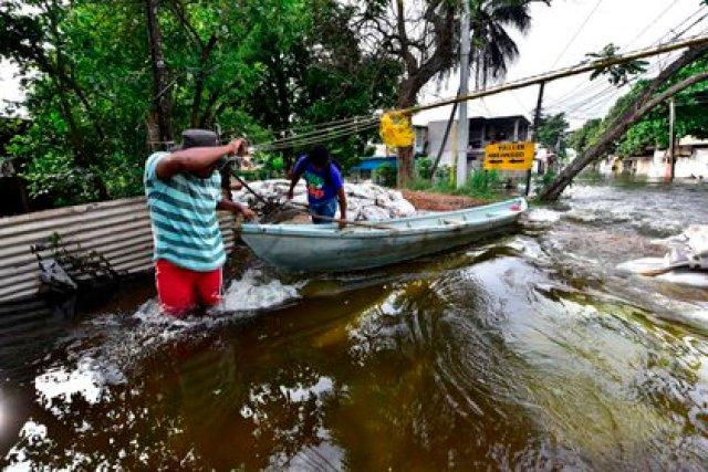 Fotografía de una calle inundada en Villahermosa, Tabasco. (EFE/Jaime Ávalos)