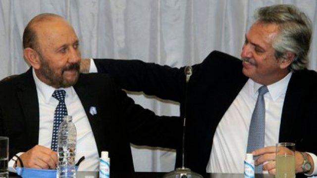 El gobernador de Formosa, Gildo Insfrán, junto al presidente Alberto Fernández, quien pidió limitar el accionar de los gobernadores frente al manejo de la pandemia