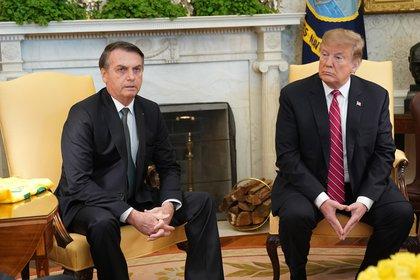 Jair Bolsonaro y Donald Trump impulsaban el uso de la hidroxicloroquina. El gobierno brasileño compró millones de dosis (EFE)