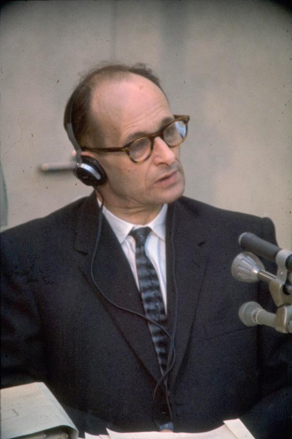 Adolf Eichmann durante su exposición en el juicio en Jerusalén. Fue condenado a la horca. Murió el 31 de mayo de 1962