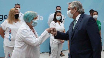 El Presidente se rodeó de personal de la salud para anunciar un estímulo económico (Presidencia)