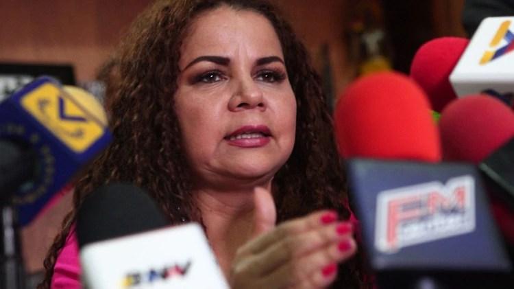 """Iris Varela, ministra de Prisiones de Venezuela, admiradora de Sai Baba yfavorecedora de los delincuentes del llamado """"pranatoâ€."""